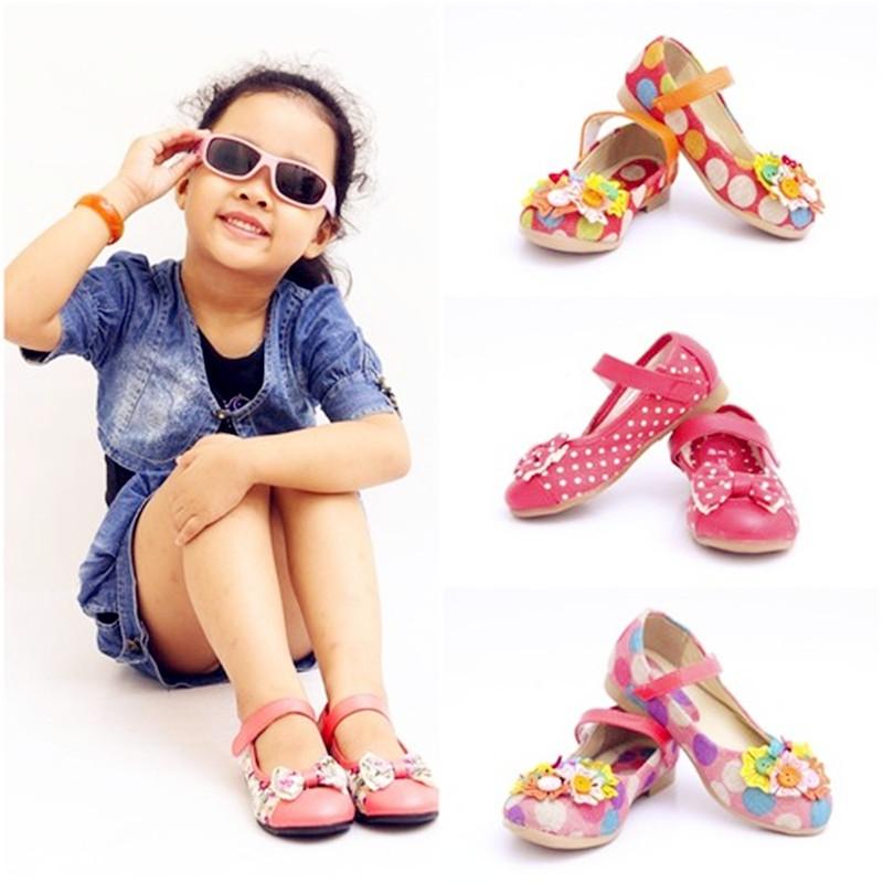 Hàng tuyển giày dép trẻ em