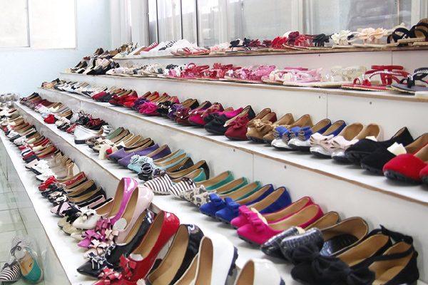 Các tiêu chí để lựa chọn nơi bỏ sỉ giày dép