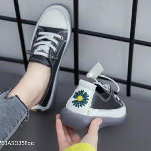 Giày đế bằng cực chất
